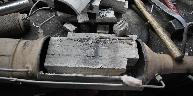 Как выглядит забитый сажевый фильтр после удаления